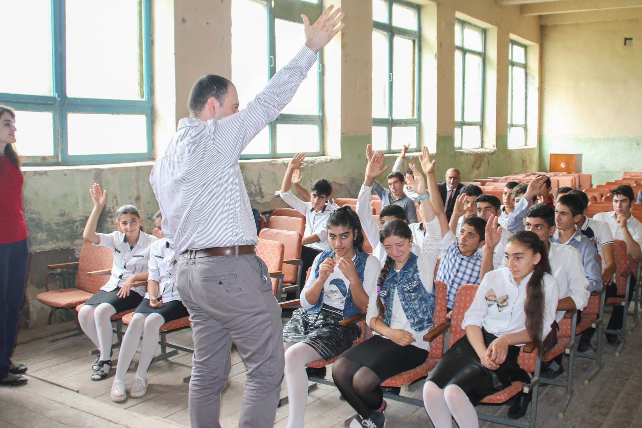 Department Chair Visits Schools on Front Lines