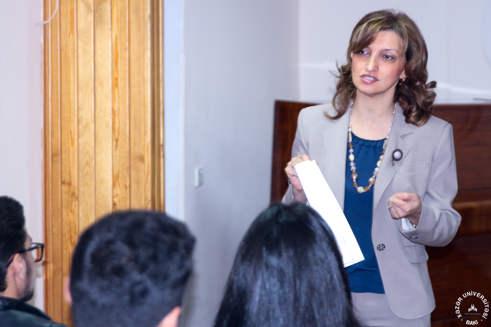 School of Education Holds Meeting with Students Beginning Internships