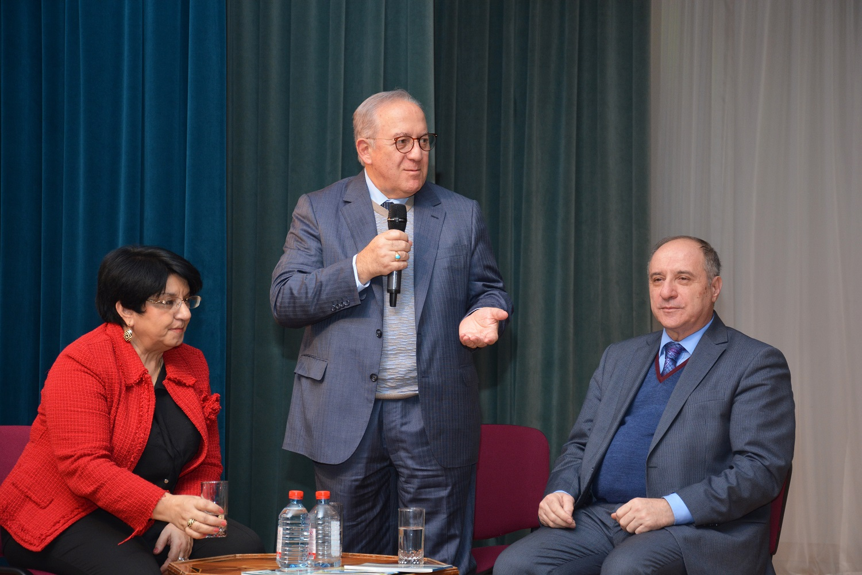 Əli Poladın yeni kitablarının təqdimatı keçirildi