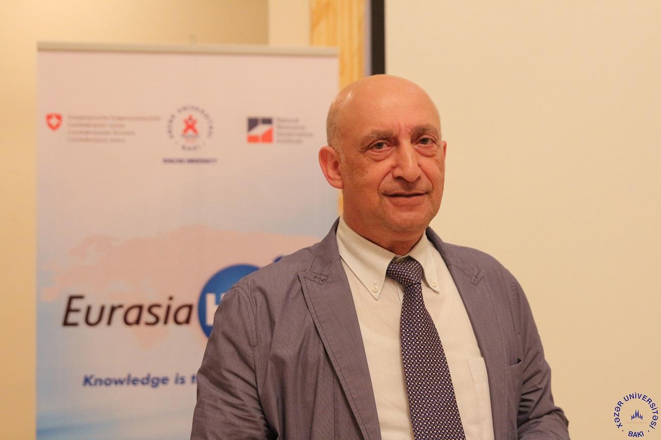 "Khazar University professor as guest on ""Economic Forum"" program"