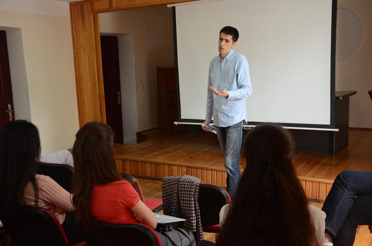 """Xəzər Universitetində """"Ünsiyyət bacarıqları"""" adlı seminar keçirildi"""