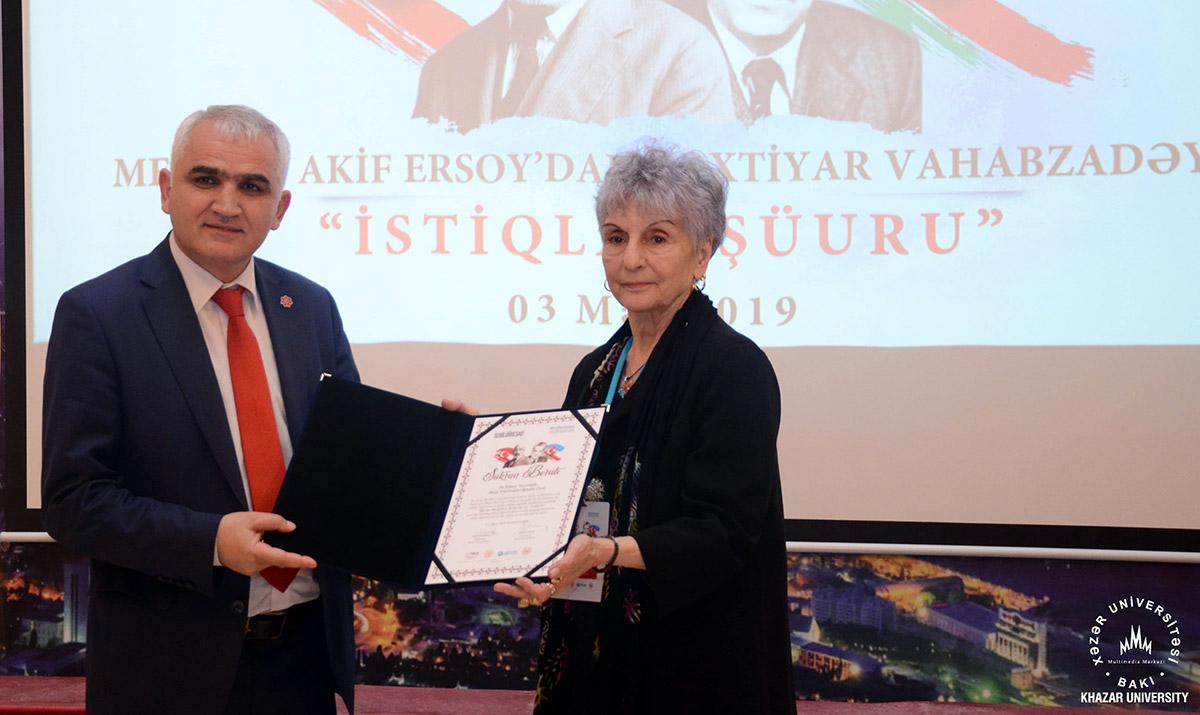 """""""Mehmet Akif Ersoydan Bəxtiyar Vahabzadəyə """"İstiqlal şüuru"""" adlı konfrans keçirildi"""