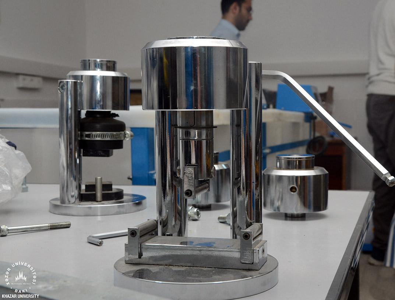 Xəzər Universitetində torpaq mexanikası laboratoriyası yaradıldı