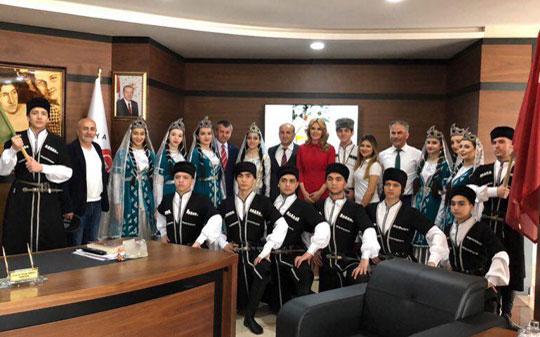 """palitranews.az saytında """"Xəzər""""in məzunu haqqında məqalə"""