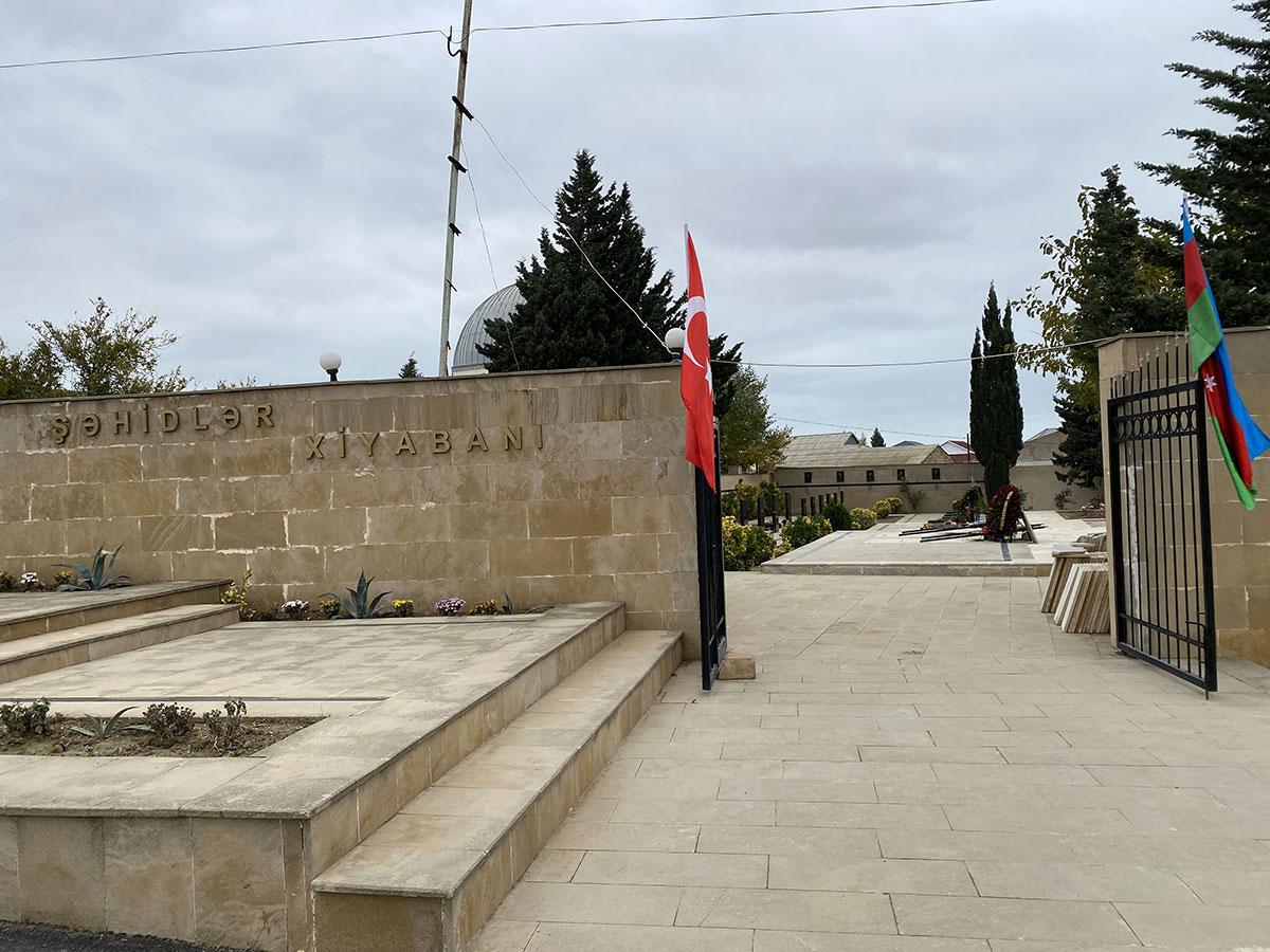 Khazar University administration visits martyrs' graves