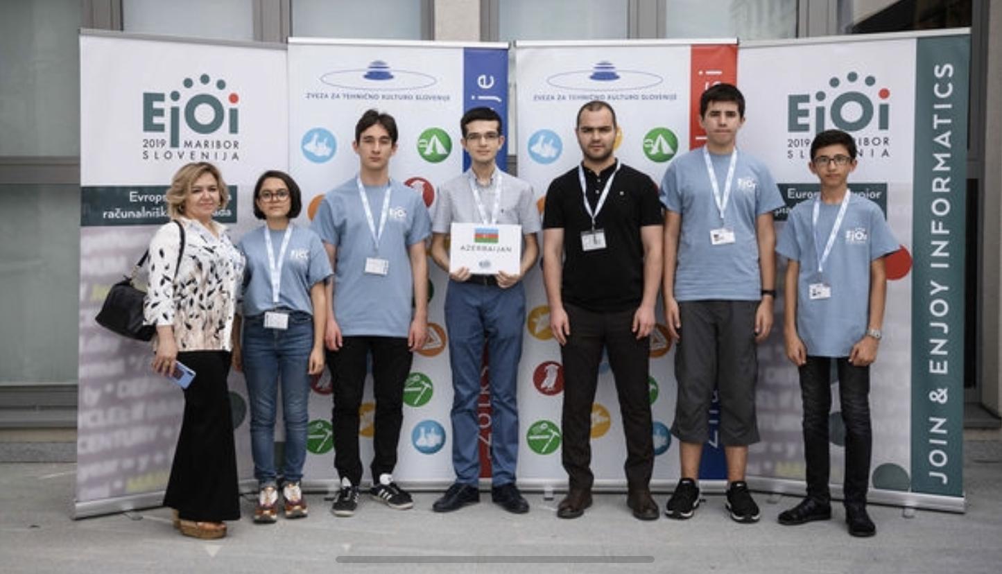 """""""Dünya"""" məktəbinin şagirdi Əziz HüseynovunAvropa İnformatika Olimpiadasında gümüş medal qazanmasını ölkə mediası geniş işıqlandırıb"""